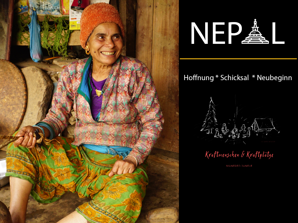 Multimedia Vortrag Manfred Janele - Lachende nepalesische Frau vor ihrer Hütte